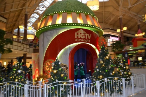 santa-hq-danbury-fair-mall-40