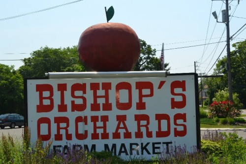 Bishop's Orchards Little Red Barn